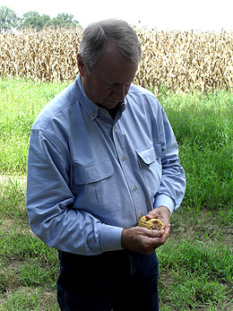 photo of Lannie Philley holding corn
