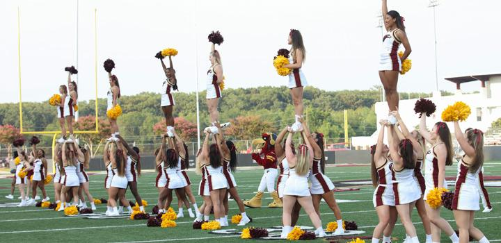 ULM Cheerleaders performing routine